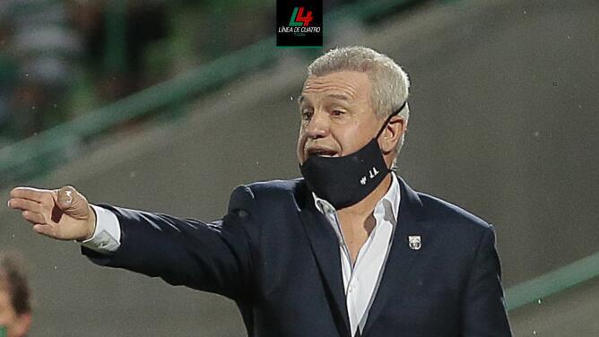 """Javier Aguirre reprocha que Santos ensuciara el juego: """"Cortan el ritmo"""""""