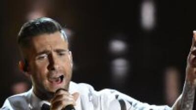 Adam Levine es atacado por una fan en pleno concierto