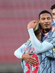 El Ajax golea al AZ Alkmaar 3-0 con goles de Anthony Mateus dos Santos, Davy Klaassen y David Neres; el mexicano Edson Álvarez fue titular y ganan su pase a Cuartos de Final en la Eredivisie.