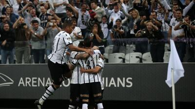 Corinthians consigue su cuarto triunfo consecutivo y es líder en Brasil