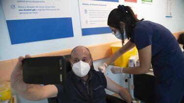 Dónde y cuándo puedes ponerte la vacuna contra el coronavirus en el condado de San Bernardino