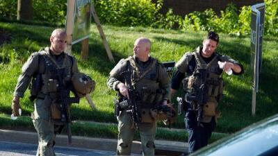 Cinco muertos y dos heridos deja tiroteo que tenía como blanco un diario en Maryland