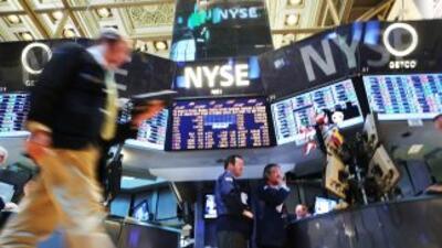 Dow Jones cerró por encima de los 15 mil puntos, récord histórico