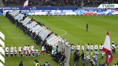 30 años después, el Hertha vuelve a derribar el Muro de Berlín