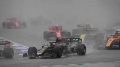 ¡Accidentada carrera! 'Checo' abandona, Mercedes sin podio y Verstappen se lleva el GP