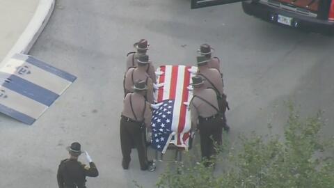 Familiares y amigos le dan el último adiós al policía de Miami-Dade que murió en un accidente de tránsito