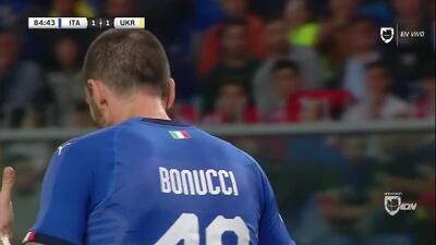 Tiro desviado de Leonardo Bonucci