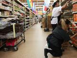 Proponen elevar hasta 18 dólares el salario mínimo por hora a trabajadores esenciales en Santa Ana