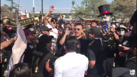 "Los Ultras del LAFC cantan ""Everyone's terrified, Vela is ON FIRE"""