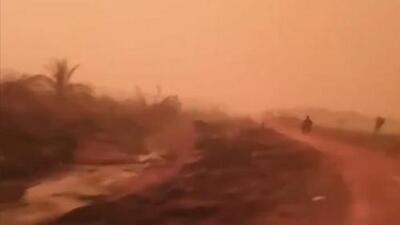 """""""Esto es la Tierra, no el planeta Marte"""": el cielo se tiñó de rojo en partes de Indonesia"""