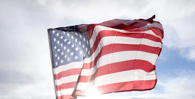 Lápidas de veteranos de Bakersfield fueron develadas el Día de los Veteranos