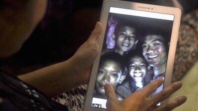 La carrera contra el tiempo para rescatar a los niños atrapados en una cueva en Tailandia (fotos)