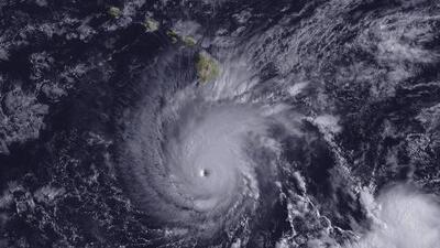 Huracán Lane baja a categoría 2 antes de golpear las costas de Hawaii