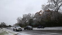 """""""No estábamos preparados"""": Autoridades en Dallas discuten los problemas causados por el invierno"""