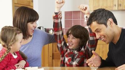 Crianza moderna: los padres de hoy pasan más tiempo con sus hijos (y los resultados son buenos )