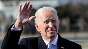 """""""Ha prometido mucho para los latinos"""": inmigrantes en Los Ángeles ven con esperanza la llegada de Biden a la Casa Blanca"""