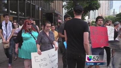 Jóvenes protestan contra el ataque a Siria