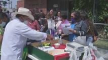 Cientos Long Beach se vuelcan a apoyar a los vendedores ambulantes que fueron acosados y multados