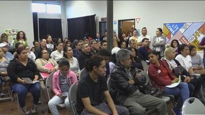 Tras redada de ICE en Texas, inmigrantes reciben orientación legal sobre estos casos