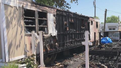 Un fallecido y un herido deja un incendio en dos viviendas ubicadas en un parque de casa móviles en Oak Lawn