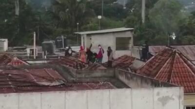 Varios presos escapan de una cárcel de Guatemala tras un motín