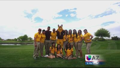 Becas de hasta 10 mil dólares para estudiantes hispanos