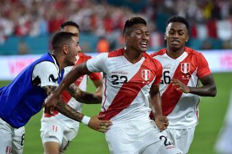 En fotos: Perú se quedó con el clásico contra Chile en Miami