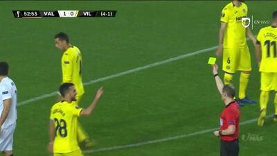 Tarjeta amarilla. El árbitro amonesta a Ramiro Funes Mori de Villarreal
