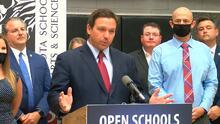 Ron DeSantis anuncia que maestros de Florida recibirán bono de $1,000