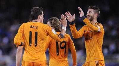 Real Madrid goleó a la Real Sociedad y mantuvo su sueño en La Liga