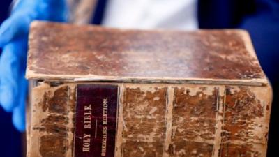 Encuentran en Europa una antigua Biblia robada en Pittsburgh