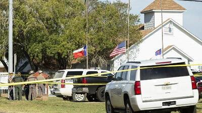 Tiroteo en iglesia en Texas es la peor en la historia del estado, según gobernador Greg Abbott