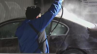 Buscan que lavadores de carros de la ciudad de Nueva York ganen el salario mínimo estatal