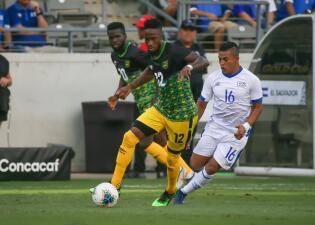 En fotos: El Salvador y Jamaica se aproximan a la clasificación tras empatar sin goles en la Copa Oro