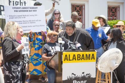 El reverendo William Barber II, otra de las voces que se han alzado para condenar la restrictiva prohibición aprobada en el estado, que aún no está vigente, gracias a las demandas que la ACLU y Planned Parenthood le han interpuesto en corte.