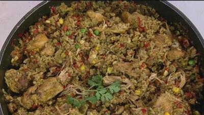 Nuestros chefs de Delicioso te enseñan a preparar 'Arroz con pollo al estilo peruano'