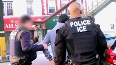 Al menos 498 inmigrantes fueron capturados por ICE en ciudades santuarios
