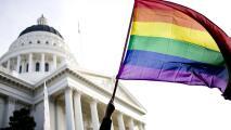 Biden emite una orden ejecutiva que amplía las protecciones contra la discriminación LGBTQ