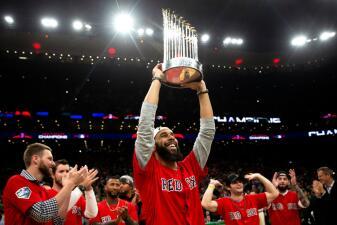 Invitados de honor se cuelan al TD Garden: los campeones de MLB, los Boston Red Sox