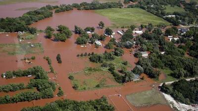 Tornados, tormentas e inundaciones se ensañan con numerosos estados y se cobran varias vidas