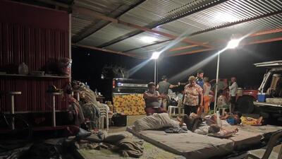 Una noche a la intemperie en el devastado Ecuador