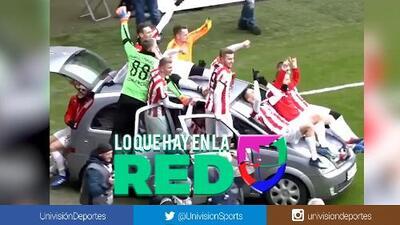 ¡Apaga y vámonos! Este equipo usa un auto para celebrar un gol