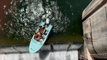 Así fue el rescate de un bote con pasajeros a punto de caer de una represa en Austin