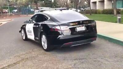 Patrullaje ecológico: el primer vehículo policiaco Tesla vigila las calles en Silicon Valley