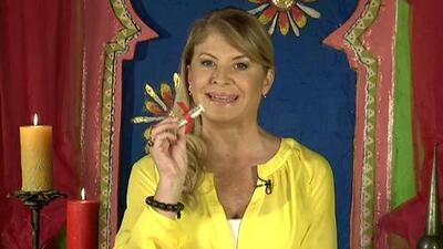 Francis Helen mostró amuletos para atraer el dinero