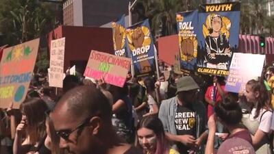 Miles de personas en Los Ángeles se unen a la protesta mundial para frenar el cambio climático