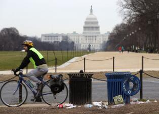 Museos cerrados y parques repletos de basura: las consecuencias del cierre parcial del gobierno en imágenes