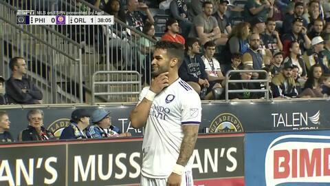 ¡Insólito! Dom Dwyer baja el balón con la espalda y anota, Orlando ya derrota a Philadelphia 1-0