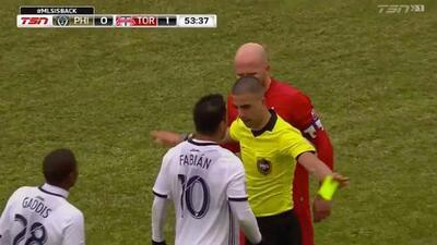 Michael Bradley pierde la cabeza y agrede a Marco Fabián cuando no disputaban el balón