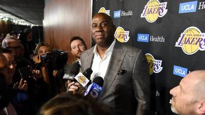 Prensa: Magic Johnson entorpeció fichaje de Leonard con Lakers